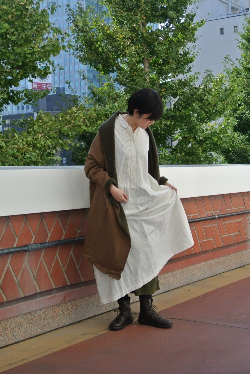 Dress : Vintage ‥以下Juilletアイテム‥ Cardigan : mizuiroind Bottoms : OMNIGOD Shoes : Trippen Accesary : Maria Rudman