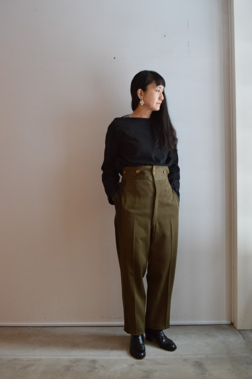 Pants : British Army Ceremony Pants ¥28,000+tax Tops : OLD TOWN ¥36,000+tax Earrings : Vintage Miriam Haskell ¥42,000+tax