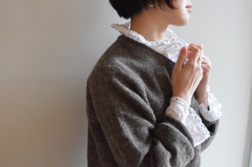 Sweater : ¥21,000+tax Blouse : Antique ¥28,000〜¥38,000