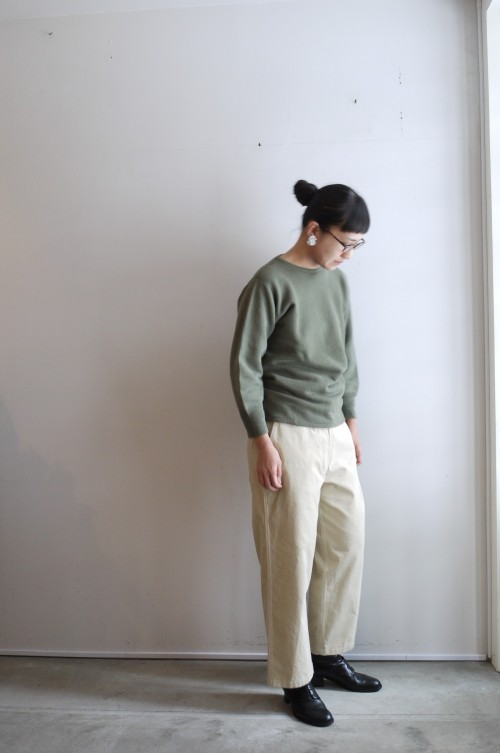 Tops : French Army Cotton Sweat ¥8,800+tax Pants : TENNE HANDCRAFTED MODERN (ARCH HERITAGE WOMENS) Earrings : Vintage Miriam Haskell ¥35,000+tax