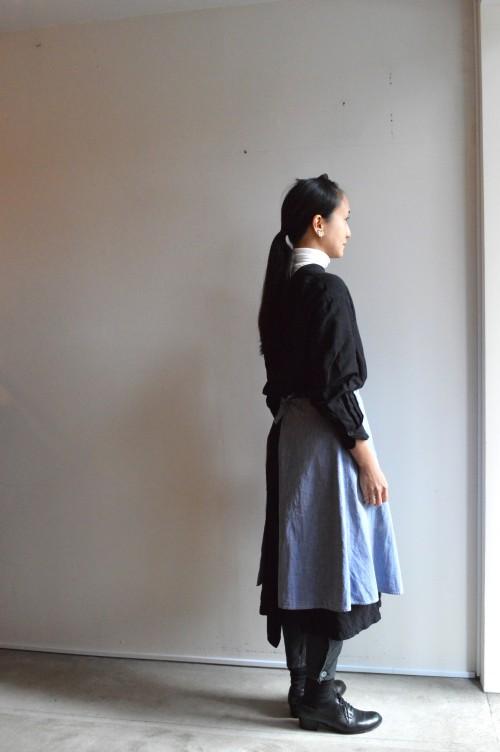 Apron : Vintage ¥15,000+tax Earrings : Vintage ¥15,000+tax