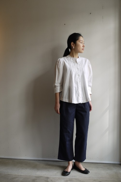 Blouse : Antique ¥33,000+tax Shoes : repetto ¥34,000+tax