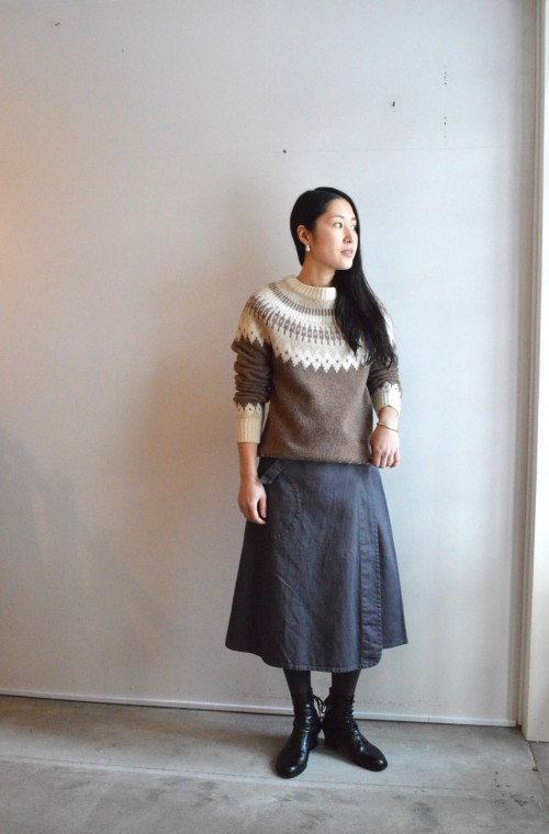 Sweater : Vintage ¥13,000+tax Skirt : OLD TOWN ¥34,000+tax