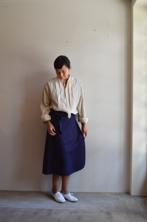 Skirt : OLD TOWN Shoes : Porselli