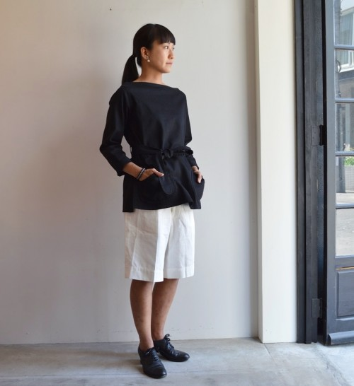 Tops : OLD TOWN ¥36,000+tax Earrings : Vintage Miriam Haskell ¥34,000+tax Shoes : ANATOMICA ¥92,000+tax