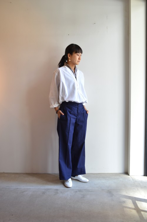 Earrings : Miriam Haskell ¥34,000+tax Shirts : Vintage ¥25,000+tax Shoes : Porselli ¥28,000+tax