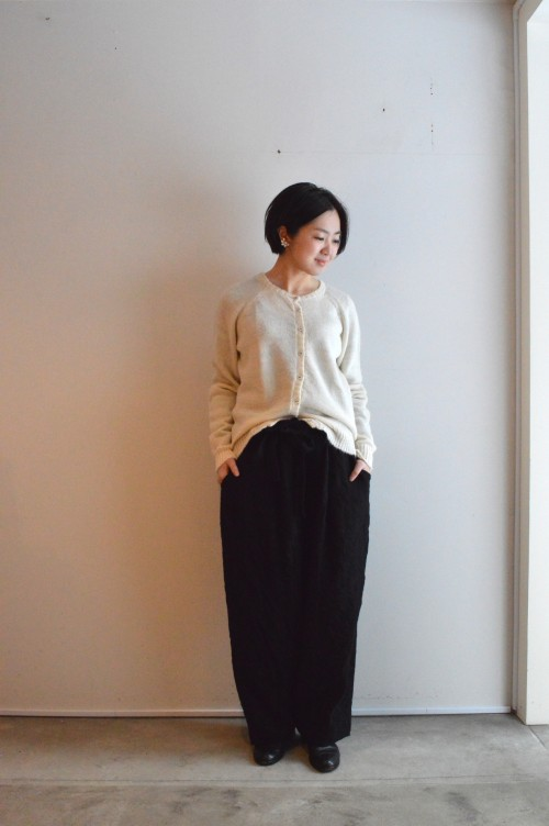 Cardigan : CABINET ¥88,000+tax Bottoms : Forme D'expression ¥95,000+tax Earrings : Vintage Trifari ¥15,800+tax