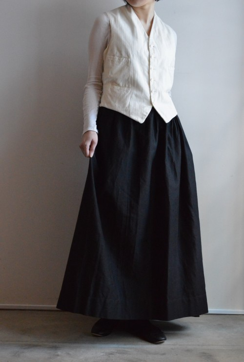 Antique Black Moleskin Skirt ¥59,000+tax