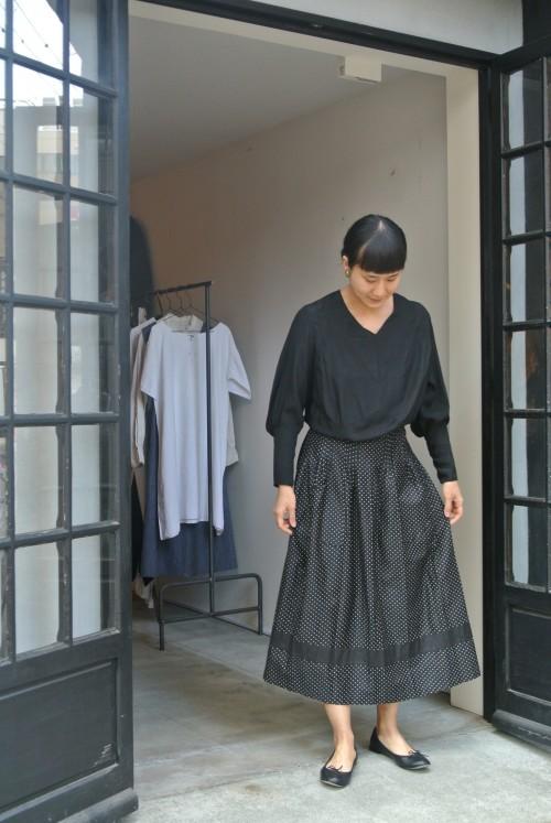 Dress : 1920's Antique ¥68,000+tax Apron : Vintage Au Bon M¥41,000+tax Shoes : repetto ¥34,000+tax