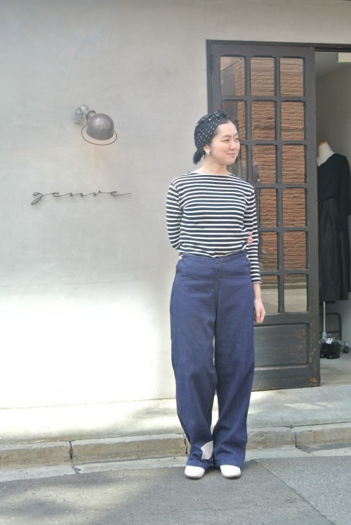 スタッフ砂原 (162㎝) Tops : Saint James Shoes : ANATOMICA Earrings : Vintage Trifari ¥14,000+tax