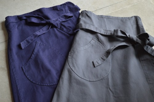 Apron Skirt ¥36,000+tax Color : Navy / Gray